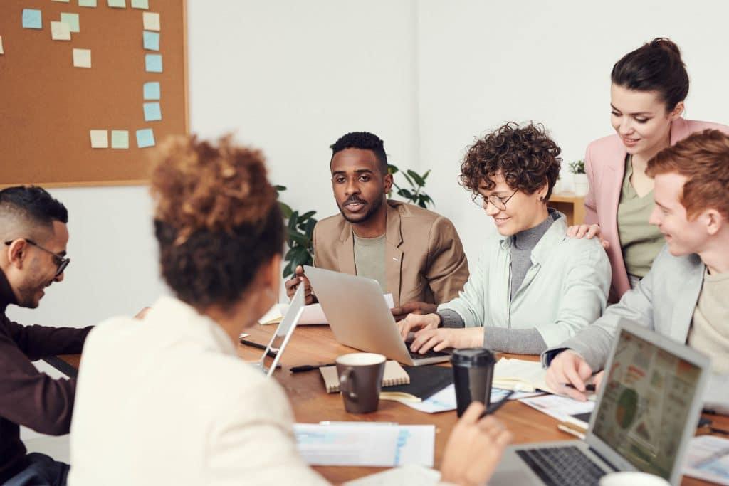 CLADE Consulting accompagne les managers et les dirigeants en entreprise pour atteindre leurs objectifs professionnels.